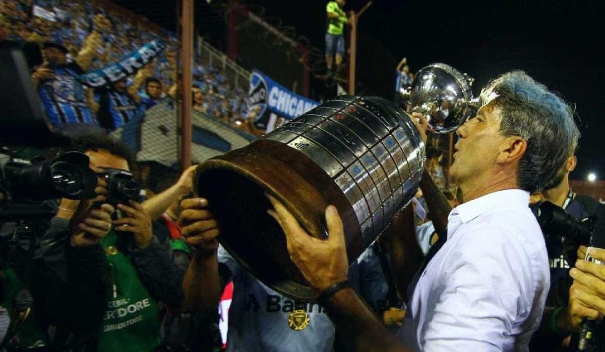 Essa é a terceira passagem do treinador pela equipe gaúcha (2010/2011, 2013 e 2016/2017). Nesta última, conquistou o título da Copa do Brasil