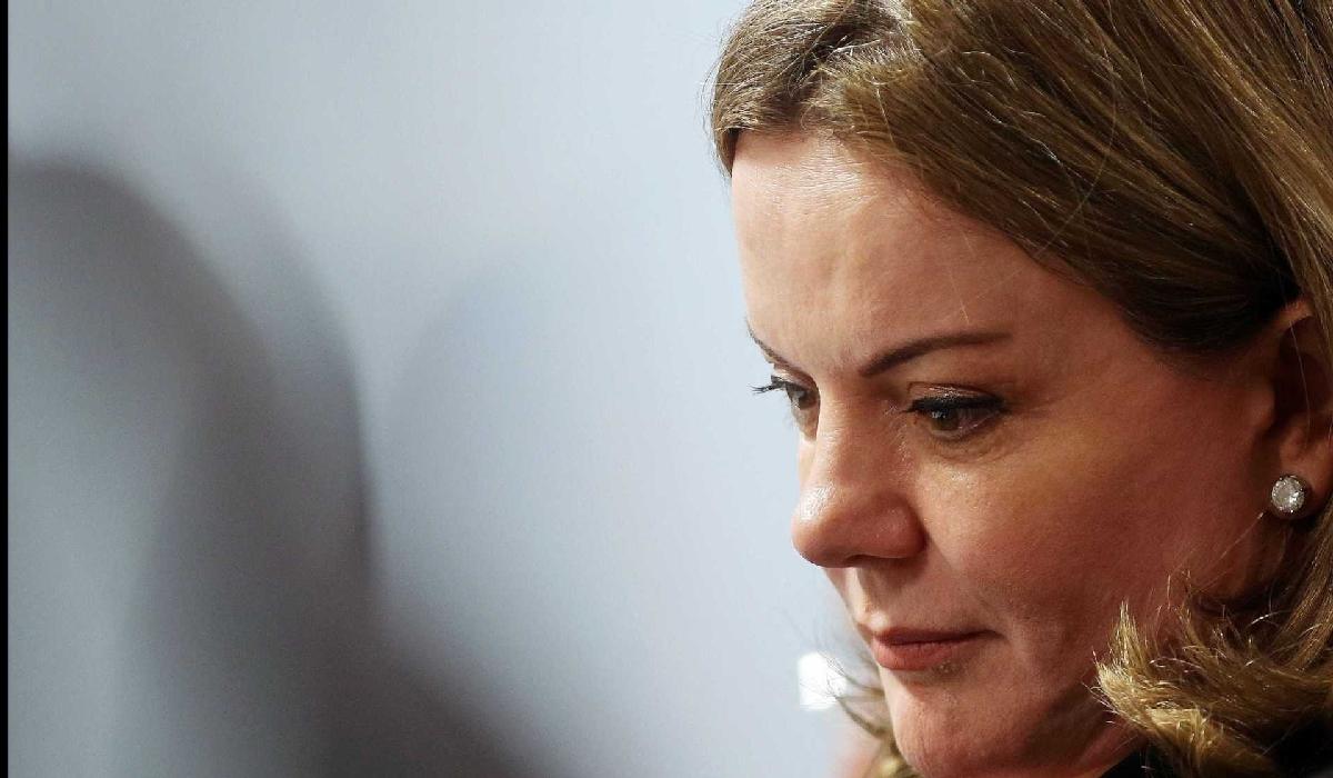 Ela e o marido, Paulo Bernardo, são acusados de corrupção passiva e lavagem de dinheiro