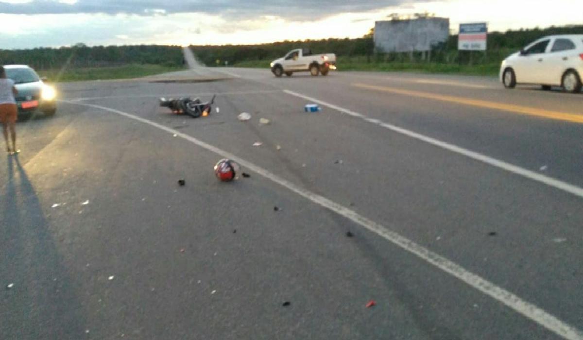 Os condutores morreram antes mesmo da chegada do socorro.