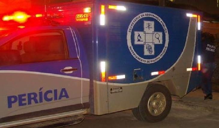 Uma equipe do Departamento de Polícia Técnica de Serrinha (DPT) removeu o corpo do jovem.