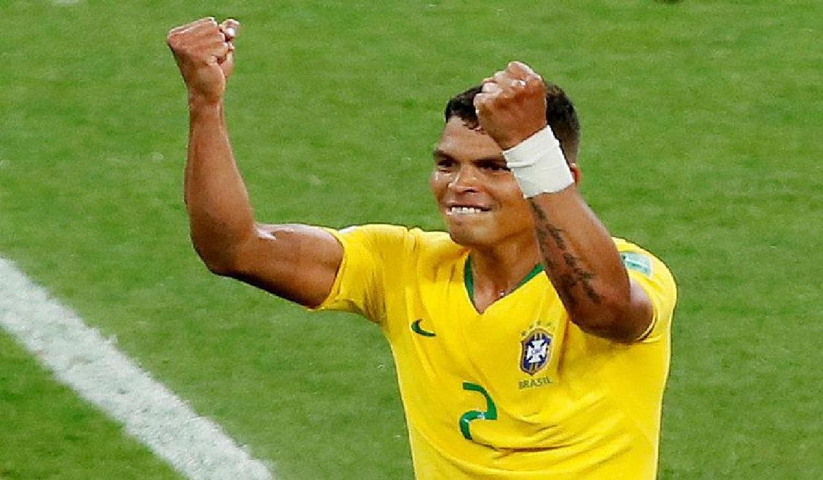 Thiago Silva marca o segundo gol do Brasil na vitória sobre a Sérvia