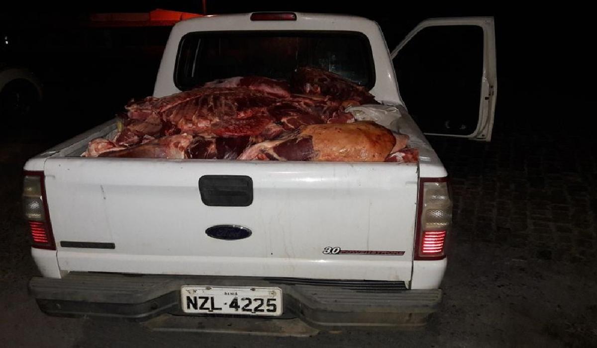 Carnes de procedência irregular foram apreendidas na madrugada deste sábado