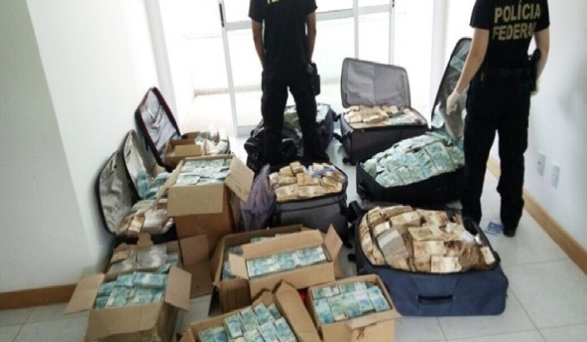 O ex-assessor relatou que fazia a contagem do montante em uma sala reservada do imóvel.
