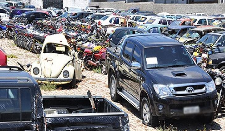 São oferecidos 3,7 mil veículos e sucatas apreendidos em ações de fiscalização