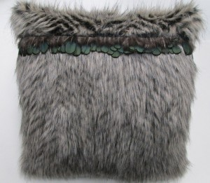 Cushion Small fur and feathers