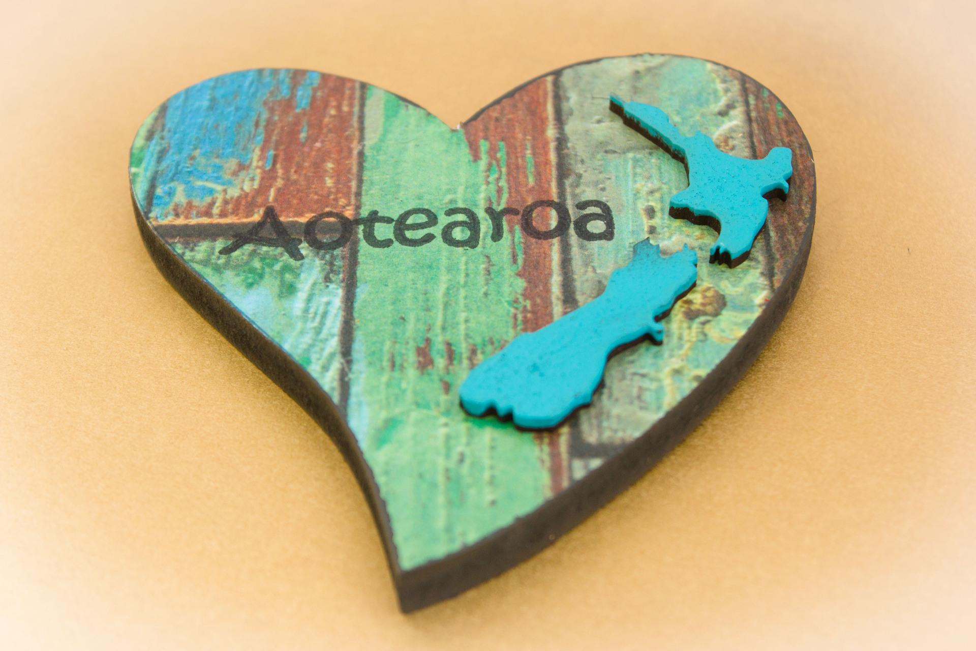 Small Heart NZ Shape Blue Aotearoa Old Green Paint