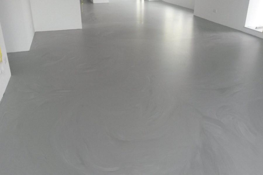 Goedkope Vloer Oplossing : Gietvloer strakke vloer in woonkamer badkamer voor en nadelen
