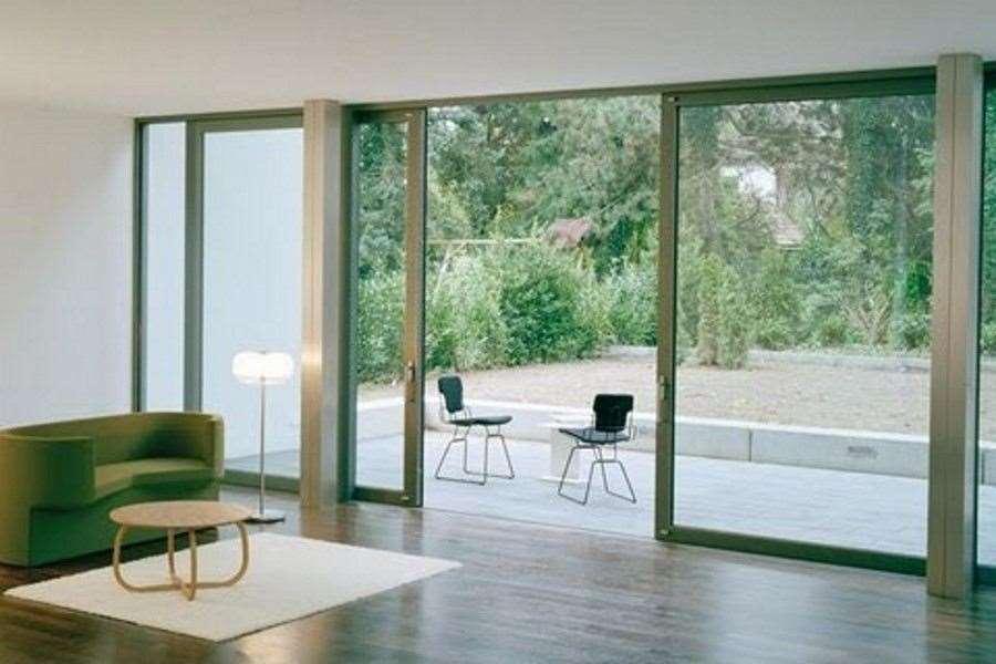 Schuifwand van glas alle mogelijkheden voor langer buiten genieten - Interieur van een veranda ...