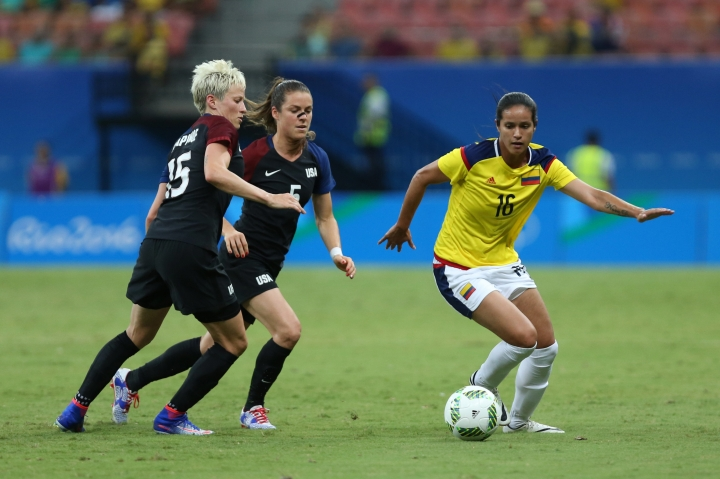 Colombia's Lady Andrade, right dribbles the ball past United States' Megan Rapinoe, left, and Kelley O'Hara during a group G match of the women's Olympic football tournament between Colombia and United States at the Arena Amazonia stadium in Manaus, Brazil, Tuesday, Aug. 9, 2016. (AP Photo/Michael Dantas)