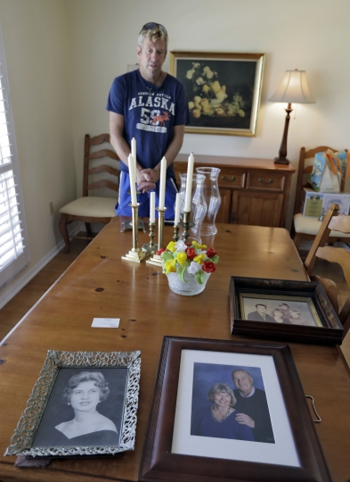 """Steve Knowlton talks about his mother Mary Knowlton, shown in family photos, during an interview Wednesday, Aug. 10, 2016, in Punta Gorda, Fla. Police say an officer accidentally shot Mary to death during a citizen's academy """"shoot/don't shoot"""" exercise Tuesday evening. (AP Photo/Chris O'Meara)"""
