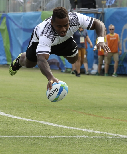 Fiji's Josua Tuisova, scores a try during the gold medal men's rugby sevens match against Japan at the Summer Olympics in Rio de Janeiro, Brazil, Thursday, Aug. 11, 2016. (AP Photo/Themba Hadebe)