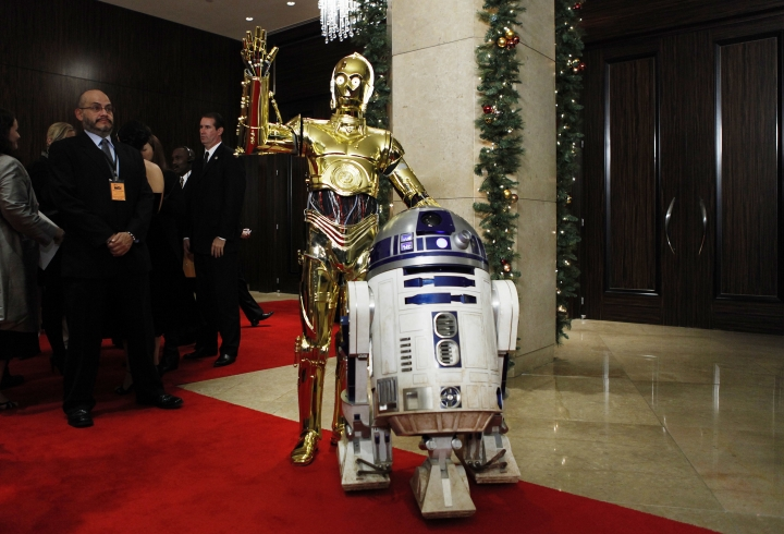 "FILE - In this Dec. 1, 2008 file photo, ""Star Wars"" characters C-3PO, left, and R2D2 arrive at the American Cinematheque Award gala honoring Samuel L. Jackson in Beverly Hills, Calif. Actor Kenny Baker, who portrayed the R2-D2 in the first Star Wars movie, has died Saturday, Aug. 13, 2016. His niece, Abigail Shield, said he was found dead by a nephew on Saturday at his home in northwest England after a long illness.(AP Photo/Matt Sayles)"
