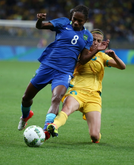 Brazil's Formiga, left, and Australia's Elise Kellond-Knight vie for the ball during a quarter-final match of the women's Olympic football tournament between Brazil and Australia at the Mineirao Stadium in Belo Horizonte, Brazil, Friday Aug. 12, 2016. (AP Photo/Eugenio Savio)