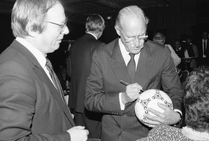 FILE - In this Dec. 14, 1985 file photo, Joao Havelange, president of the International Football Federation (FIFA), autographs the official ball for the 1986 World Soccer Cup to be held in Mexico, in Mexico City. On Tuesday, Aug. 16, 2016, a Brazilian hospital announced that Havelange has died in Brazil. (AP Photo, File)