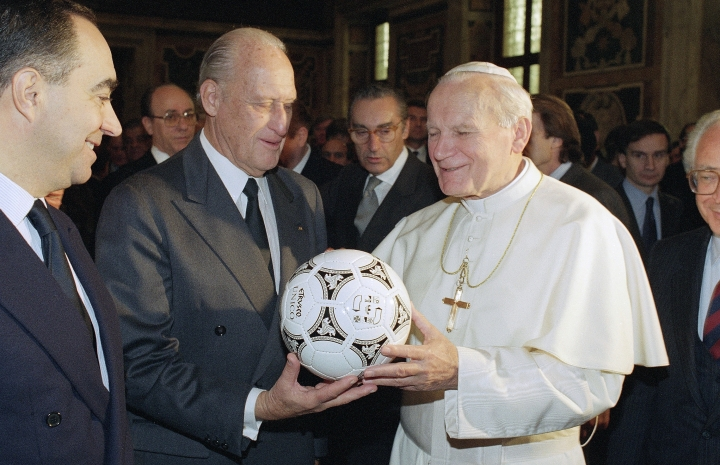 FILE - In this Dec. 9, 1989 file photo, Joao Havelange, center, head of the international soccer federation FIFA, presents Pope John Paul II with a the ball that will be used to kick off the 1990 World Cup soccer tournament during a visit to Vatican City. On Tuesday, Aug. 16, 2016, a Brazilian hospital announced that Havelange has died in Brazil. (AP Photo/Giulio Broglio, File)