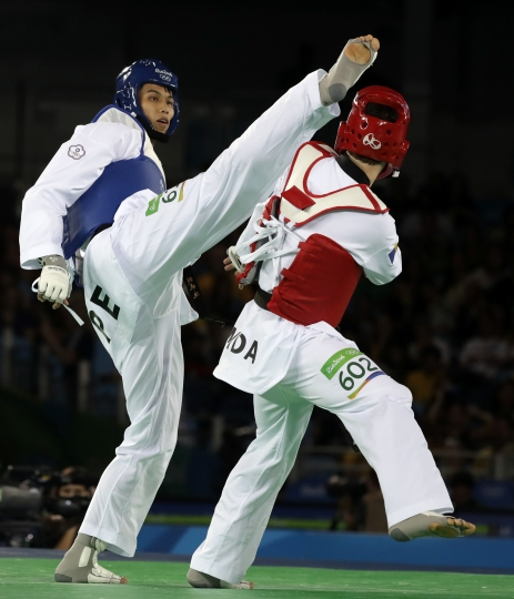 Liu Wei-Ting of Taipei, left, and Aaron Cook of Moldova compete in a men's Taekwondo 80-kg competition at the 2016 Summer Olympics in Rio de Janeiro, Brazil, Friday, Aug. 19, 2016. (AP Photo/Andrew Medichini)