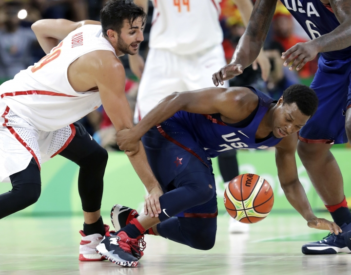 Spain's Ricky Rubio, left, and United States' Kyle Lowry, right, chase a loose ball during a men's semifinal round basketball game at the 2016 Summer Olympics in Rio de Janeiro, Brazil, Friday, Aug. 19, 2016. (AP Photo/Eric Gay)