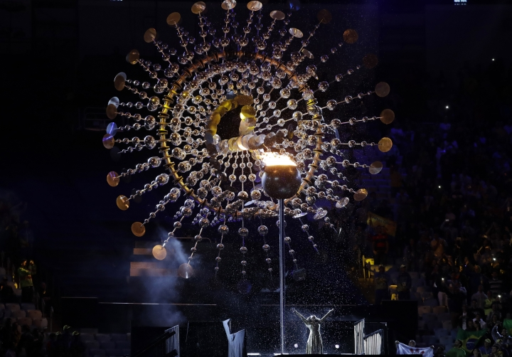 Mariene de Costa sings as the flame is extinguished during the closing ceremony in the Maracana stadium at the 2016 Summer Olympics in Rio de Janeiro, Brazil, Sunday, Aug. 21, 2016. (AP Photo/Matt Dunham)