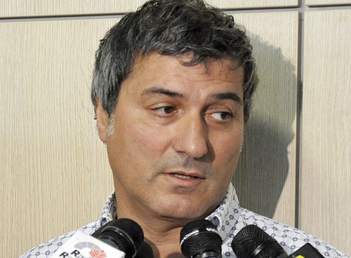"FILE - In this Friday, July 30, 2010 file photo, Dr. Paolo Macchiarini talks to journalists during a press conference, in Florence, Italy. An independent commission investigating Italian stem cell scientist Dr. Paolo Macchiarini, whose work was once considered revolutionary, says that there were numerous problems in how he treated patients and that the scientific basis for his work was ""inadequate, "" it was reported on Wednesday, Aug. 31, 2016. Macchiarini was part of the team that conducted the world's first transplant using a windpipe partly made from a patient's own stem cells. (AP Photo/Lorenzo Galassi, File)"
