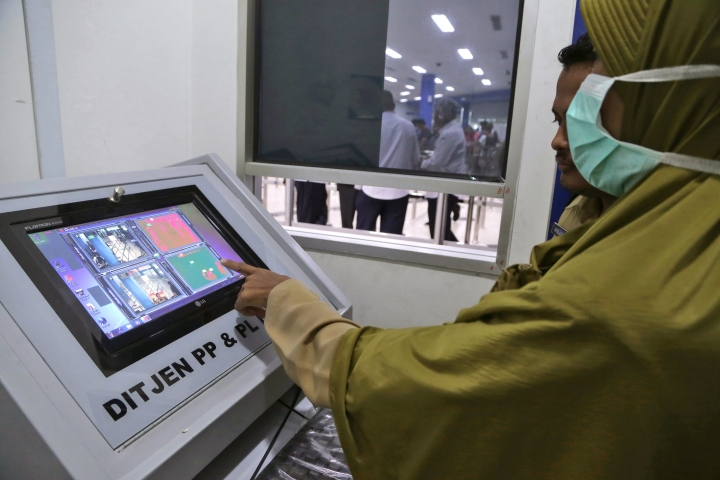 Indonesian Health Ministry officials operate a thermal scanner used to monitor ferry passengers arriving from Singapore at the arrival hall of Batam Center International Port in Batam, Indonesia, Thursday, Sept. 1, 2016. Indonesia is screening travelers from neighboring Singapore for the mosquito-borne Zika virus as the city-state reports a growing number of infections and its first case of a pregnant woman testing positive. (AP Photo/M. Urip)