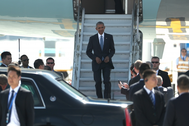 U.S. President Barack Obama arrives on Air Force One at the Hangzhou Xiaoshan International Airport, Saturday, Sept. 3, 2016, in Hangzhou, China, to attend the G-20 summit. Obama is expected to meet with China's President Xi Jinping Saturday afternoon. (AP Photo/Mark Shiefelbein)
