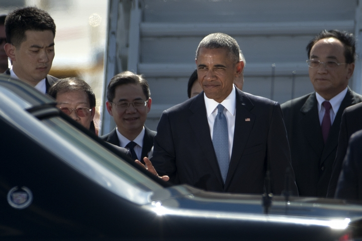 U.S. President Barack Obama, second from right, waves as he arrives at the Hangzhou Xiaoshan International Airport, Saturday, Sept. 3, 2016, in Hangzhou, China, to attend the G-20 summit. Obama is expected to meet with China's President Xi Jinping Saturday afternoon. (AP Photo/Mark Schiefelbein)