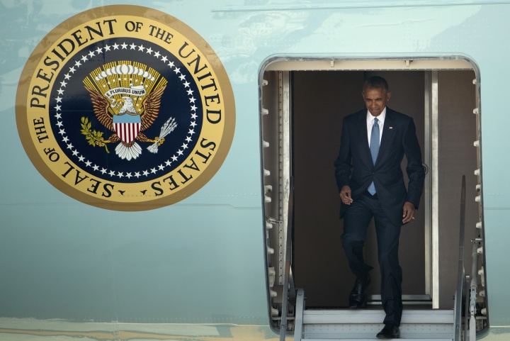 U.S. President Barack Obama arrives at the Hangzhou Xiaoshan International Airport, Saturday, Sept. 3, 2016, in Hangzhou, China, to attend the G-20 summit. Obama is expected to meet with China's President Xi Jinping Saturday afternoon. (AP Photo/Mark Schiefelbein)