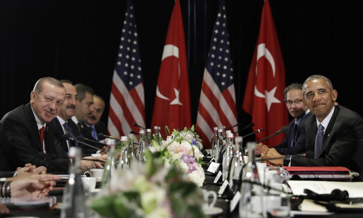 U.S. President Barack Obama and Turkish President Recep Tayyip Erdogan pause before speaking to the media after a bilateral meeting in Hangzhou in eastern China's Zhejiang province, Sunday, Sept. 4, 2016, alongside the G20 Summit. (AP Photo/Carolyn Kaster)