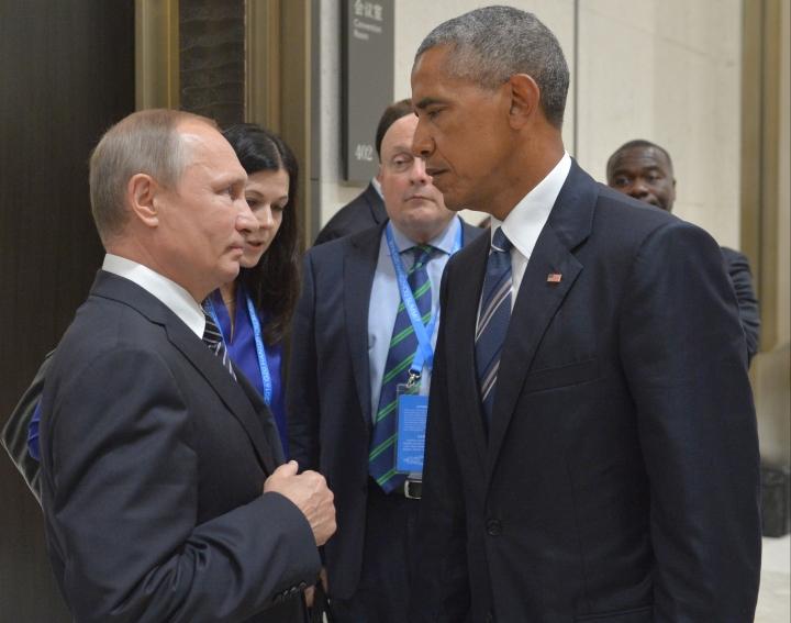 Russian President Vladimir Putin, left, speaks with U.S. President Barack Obama in Hangzhou in eastern China's Zhejiang province, Monday, Sept. 5, 2016. (Alexei Druzhinin/Sputnik, Kremlin Pool Photo via AP)