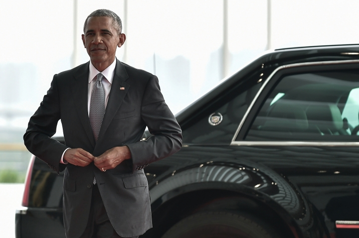 In this Sunday, Sept. 4, 2016 photo, U.S. President Barack Obama arrives at the Hangzhou Exhibition Center to participate in G-20 Summit in Hangzhou, China. (Etienne Oliveau/Pool Photo via AP)