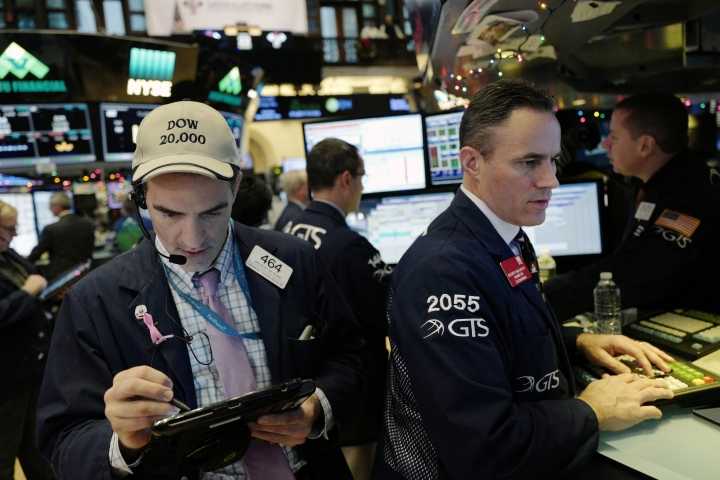 Traders work at the New York Stock Exchange, Thursday, Dec. 22, 2016, in New York. U.S. stocks are lower Thursday morning as health care companies take more losses. (AP Photo/Mark Lennihan)