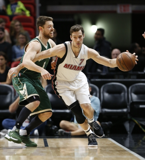 Miami Heat guard Goran Dragic (7) drives around Milwaukee Bucks guard Matthew Dellavedova during the first half of an NBA basketball game, Saturday, Jan. 21, 2017, in Miami. (AP Photo/Wilfredo Lee)