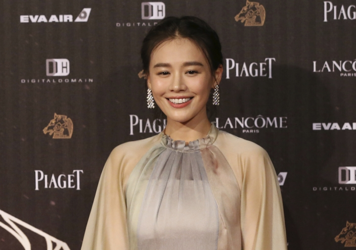 "FILE - In this Saturday, Nov. 21, 2015, file photo, Chinese actress Ma Sichun arrives at the 53rd Golden Horse Awards in Taipei, Taiwan. Romance drama ""Soul Mate"" has charmed the Hong Kong Film Awards. The coming-of-age tale of two girls falling for the same boy received 12 nominations, with Ma and Zhou Dongyu both getting nods in the best actress category. The awards ceremony is on April 9. (AP Photo/Billy Dai, File)"