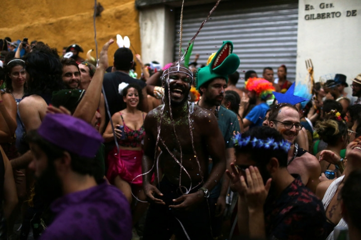 Revellers takes part in the annual block party Cordao de Prata Preta during carnival festivities in Rio Janeiro, Brazil February 25, 2017. REUTERS/Pilar Olivares