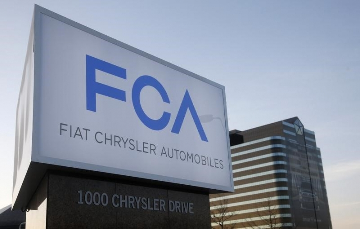 FILE PHOTO: A new Fiat Chrysler Automobiles sign is pictured after being unveiled at Chrysler Group World Headquarters in Auburn Hills, Michigan May 6, 2014.  REUTERS/Rebecca Cook