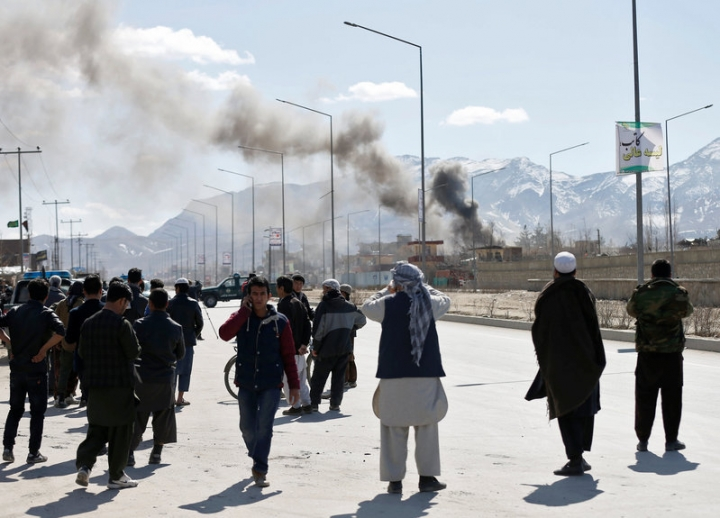 Smoke rises from the site of a blast and gunfire between Taliban and Afghan forces in PD 6 in Kabul, Afghanistan. REUTERS/Mohammad Ismail