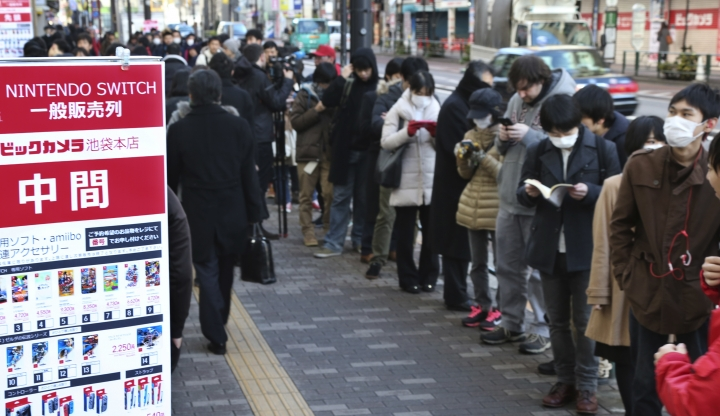 """Shoppers line outside of retail store Bic Camera to buy Nintendo's newest computer game """"Switch"""" in central Tokyo, Friday, March 3, 2017. (AP Photo/Koji Sasahara)"""