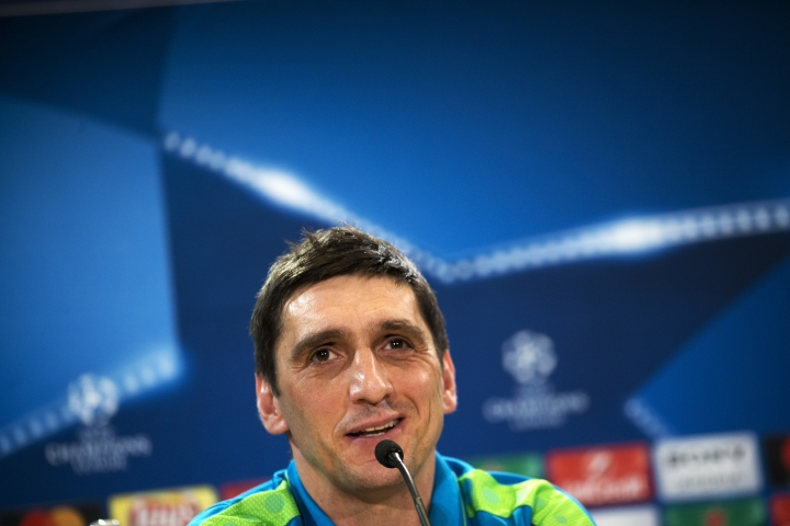 Bayer Leverkusen head coach Tayfun Korkut talks to journalists during a news conference at the Vicente Calderon stadium in Madrid, Tuesday, March 14, 2017. Leverkusen will play a Champions League round of 16 second leg soccer match against Atletico Madrid on Wednesday 15. (AP Photo/Francisco Seco)