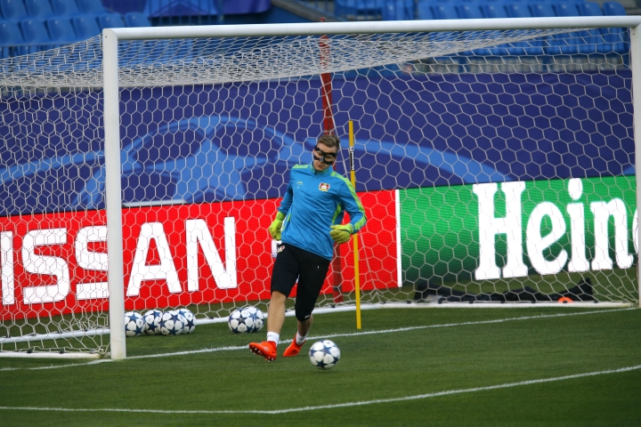 Bayer Leverkusen goalkeeper Bernd Leno kicks the ball during a training session at the Vicente Calderon stadium in Madrid, Tuesday, March 14, 2017. Leverkusen will play a Champions League round of 16 second leg soccer match against Atletico Madrid on Wednesday, March 15. (AP Photo/Francisco Seco)