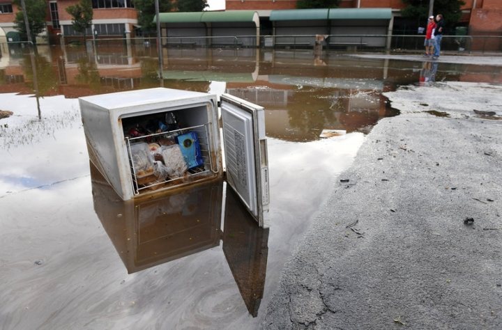 A fridge full of food sits in a flooded street in the northern New South Wales town of Lismore, Australia, April 1, 2017 after heavy rains associated with Cyclone Debbie swelled rivers to record heights across the region. Picture taken April 1, 2017.    AAP/Tracey Nearmy/via REUTERS
