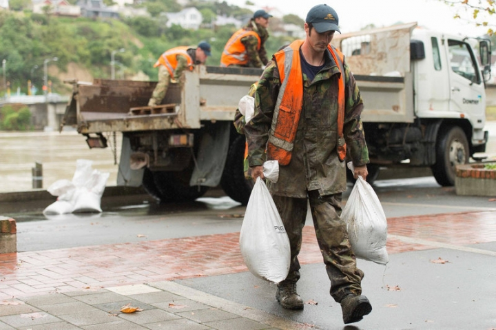 New Zealand Defence Force personnel prepare for floodwaters in the wake of Cyclone Debbie in Whanganui, New Zealand, April 5, 2017.   New Zealand Defence Force/Chad Sharman/Handout via REUTERS