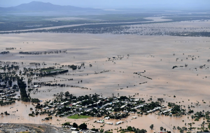 Houses are surrounded by floodwaters brought on by Cyclone Debbie in Rockhampton, Australia, April 6, 2017.    AAP/Dan Peled/via REUTERS