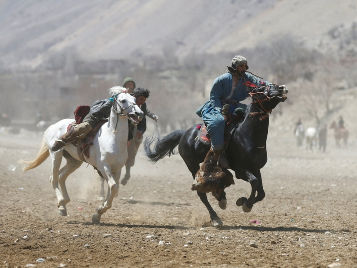 Afghan horsemen compete during a Buzkashi game in Panjshir province, north of Kabul, Afghanistan April 7, 2017. Picture taken on April 7, 2017. REUTERS/Omar Sobhani