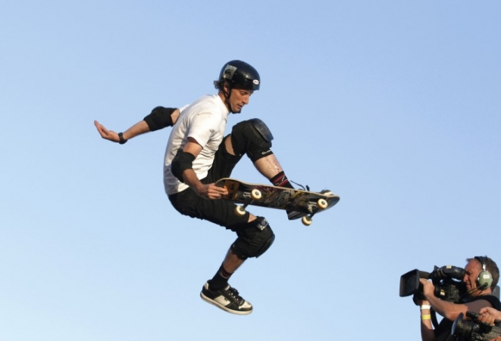 FILE PHOTO: Skateboarder Tony Hawk performs during the Tony Hawk and Friends European Skateboarding Tour in Brighton July 21, 2010.  REUTERS/Luke MacGregor