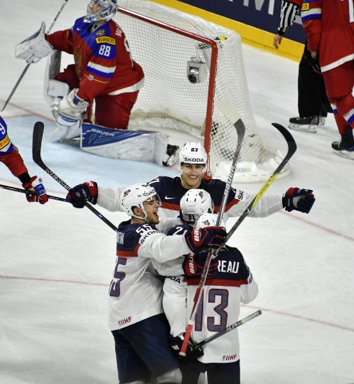 US forward Anders Lee, center, celebrates with his team after scoring his side's 4th goal during the Ice Hockey World Championships group A match between Russia and USA at the LANXESS arena in Cologne, Germany, Tuesday, May 16, 2017. Russia was defeated by the USA with 3-5. (AP Photo/Martin Meissner)