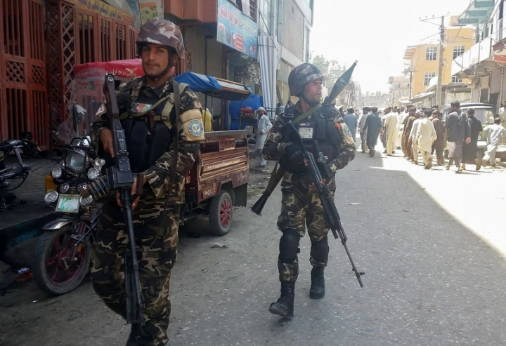 Afghan security forces arrive at the site of an attack in Jalalabad city, eastern Afghanistan May 17, 2017. REUTERS/Parwiz