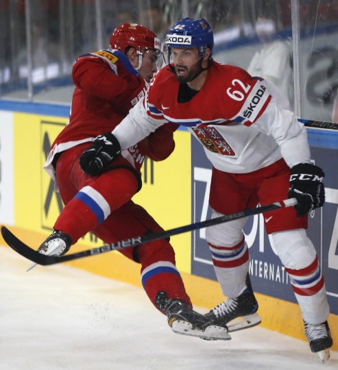 Czech Republic's Michal Repik, right, checks Russia's Alexander Barabanov, left, during the Ice Hockey World Championships quarterfinal match between Russia and Czech Republic in the AccorHotels Arena in Paris, France, Thursday, May 18, 2017. (AP Photo/Petr David Josek)
