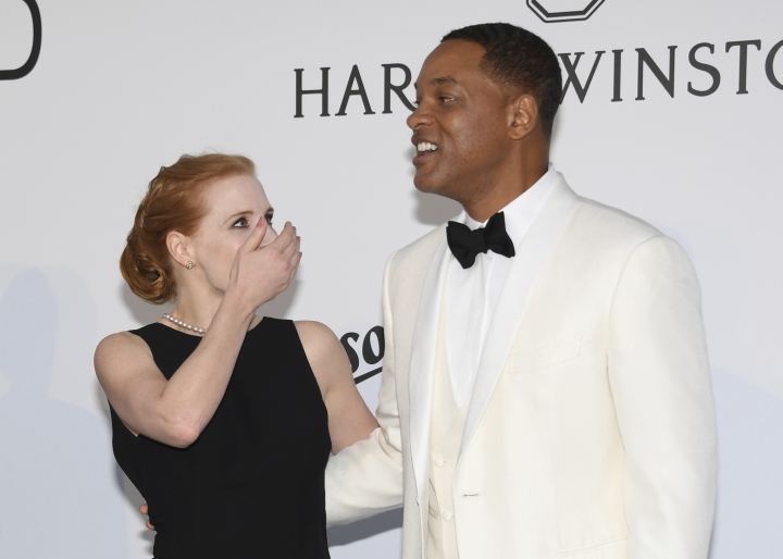 Actor Jessica Chastain, left, and Will Smith pose for photographers upon arrival at the amfAR charity gala during the Cannes 70th international film festival, Cap d'Antibes, southern France, Thursday, May 25, 2017. (Photo by Arthur Mola/Invision/AP)