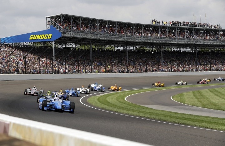 Scott Dixon, of New Zealand, leads the field through the first turn on the opening lap of the Indianapolis 500 auto race at Indianapolis Motor Speedway, Sunday, May 28, 2017, in Indianapolis. (AP Photo/Darron Cummings)