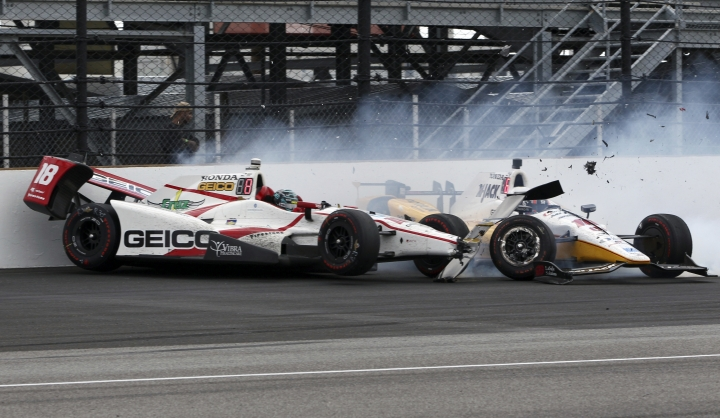 James Davison and Oriol Servia, of Spain, crash in Turn 1 during the running of the Indianapolis 500 auto race at Indianapolis Motor Speedway, Sunday, May 28, 2017, in Indianapolis. (AP Photo/Kirk DeBrunner)